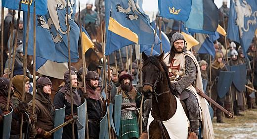 Arn (Joakim Nätterqvist) framför sin härStillbildsfotograf: Erik Aavatsmark